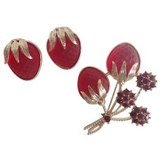 Vintage Sarah Coventry 'Strawberry Festival' Frosted Red Glass Brooch & Clip On Earrings