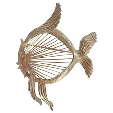 """Vintage Monet Wire Fish """"Great Catch"""" Gold Tone Pin/Broach"""