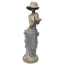 Lladro Porcelain Figurine: Tea Time