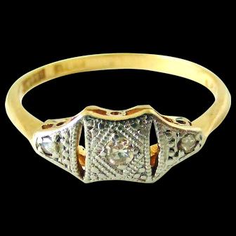 Pretty 18k platinum art deco ring with 3 tiny diamonds