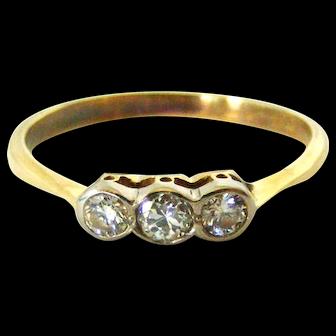 Pretty 18k gold Edwardian diamond trilogy ring