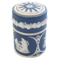 1906 Wedgwood Jasperware Matchbox with Lid