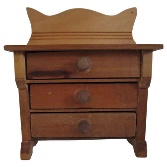 Small wooden doll dresser 1900 with provenance