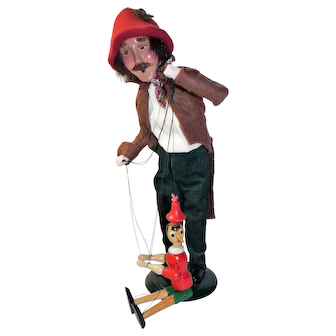 Byers Choice Caroler Puppeteer