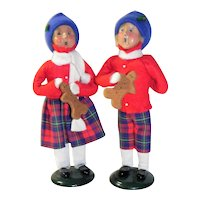 Byers Choice Carolers Children with Gingerbread Men