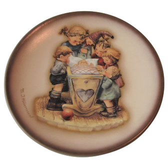"Vintage Hummel Decorative Plate ""Rock-a-Bye"" 4 inches"