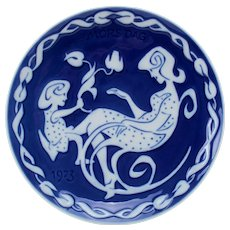 MOTHER'S DAY 1973 Plate by Royal Copenhagen grade A! Danish Modern design. Vintage collectible porcelain plate with cobalt blue glaze