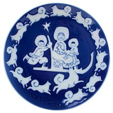 MOTHER'S DAY 1974 Plate by Royal Copenhagen grade A! Classic Danish design. Vintage collectible porcelain plate with blue glaze