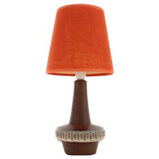 No. 6253 POTTERY TABLE LAMP produced by Michael Andersen & Son 1960s. Danish mid-century design. Beautiful table lamp with orange shade