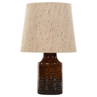 STONEWARE TABLE LAMP by Belka Stentoj, 1970s. Danish mid-century ceramic design. Cute brown glazed lamp-stand with fabric shade included