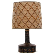 NO. 321 table lamp by Jette Helleroe for AXELLA 1970s. Danish Mid-Century design. Attractive ceramic lamp-stand with vintage shade included