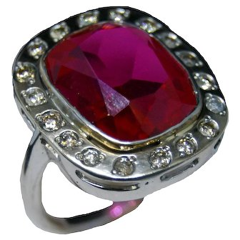 18K Gold ring with pink sapphire and fine diamonds