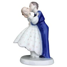 Vintage Bing & Grondahl B&G Denmark Figurine, Youthful Boldness First Kiss #2162