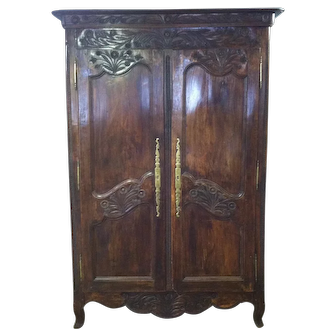 Antique 18th-Century French Carved Wooden Armoire (c. 1770)