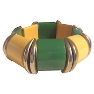 Vintage butterscotch and green bakelite stretch bracelet with brass spacers