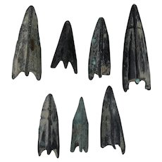 Ancient Weaponry Arrowheads Patinaed Triblade Trilobate Pyramid Lot of 7