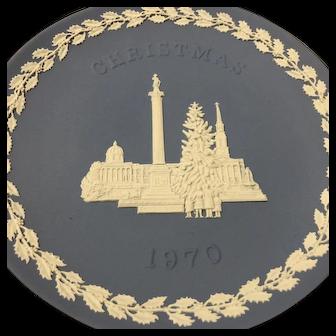 "1970 WEDGWOOD Christmas Collectors Plate 8"" diameter - Jasperware with Box"