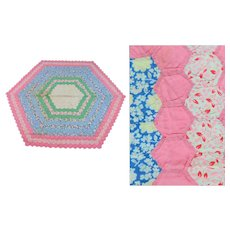 Vintage 30s hand sewn quilt hexagon center design