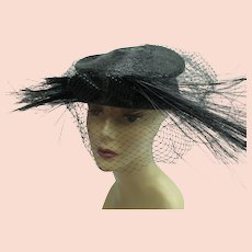 Vintage 1940s 1950s hat with net and feathers