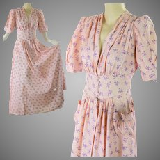 Vintage 40s 1940s WWII era women's pink dressing gown robe