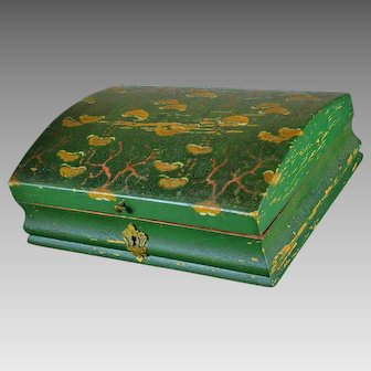 Antique Green Lacquered Wood Box With Oriental Drawings, XIX century