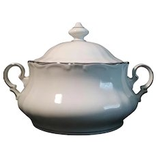 Vintage Porcelain Soup Tureen made in Bavaria by Winterling Golden Grail Pattern 2.5 Quarts