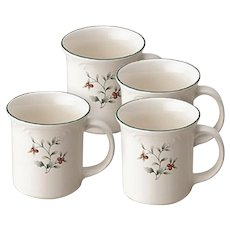 Set of Four Pfaltzgraff Winterberry 12-Ounce Coffee Mugs Tea Cups