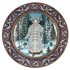 "Villeroy & Boch Russian Fairy Tales Plate #1 ""Snowmaiden"" 1980's Mint with COA & Original Box."