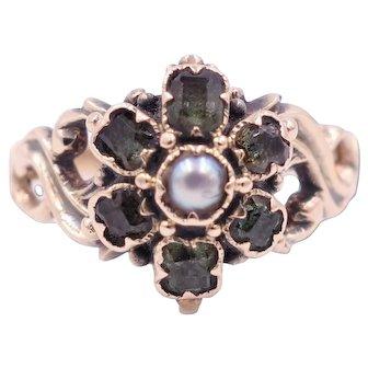 Georgian Circa 1820 Green Beryl and Pearl 18 Karat Gold Ring