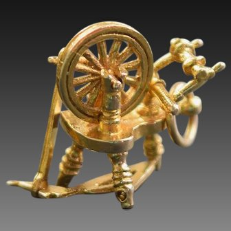 Spinning Wheel Charm in 9ct gold.