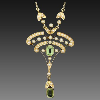 Edwardian, 15ct gold, Peridot and Split pearl necklace.