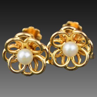 18ct gold Cultured Pearl earrings with Screw fittings