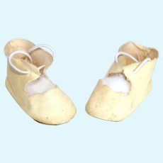 Vintage Doll Off-White Leatherette Tie Shoes.