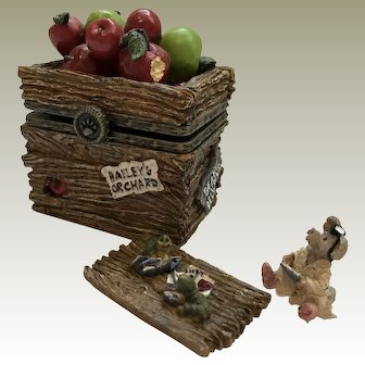 """Boyds 2000 """"Candice's Apple Crate with 'Doc' McNibble"""" [392105]"""