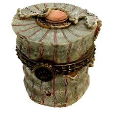 Boyds Chanel's Simone's Hat Box w/Narcissus McNibble Treasure Box Special Edition 392108