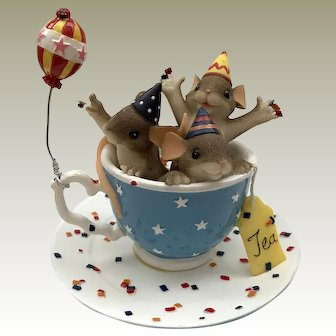 """Fitz and Floyd Charming Tails 2004 """"Tea Party"""" Figurine [89/147]"""