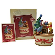 "2005 Hallmark ""Getting Ready for Christmas"" Pooh MAGIC Ornament"