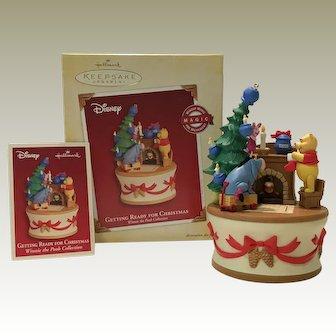 "2005 Hallmark ""Getting Ready for Christmas"" Pooh MAGIC Ornament"