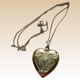 BEAUTIFUL Etched Gold Filled Heart Locket w/ Chain VINTAGE
