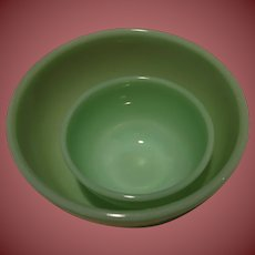 """Two Vintage Fire King Jade-ite Bowls 4 1/2"""" and 7"""" Smooth"""
