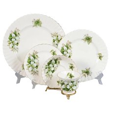 Royal Albert Trillium 4 - 5 Piece Place Settings