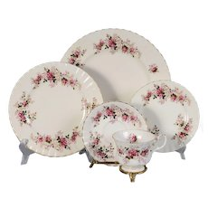 Royal Albert Lavender Rose 4 - 5 Piece Place Settings