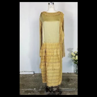 Vintage 1920s Gold Silk And Lace Flapper Dress With Drop Waist And Chiffon Sleeves In Large Size