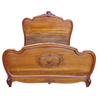 French Carved Walnut Full Size Bed