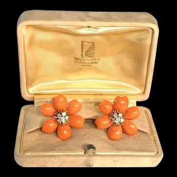 Fabulous Van Cleef & Arpels 18k Yellow Gold Diamond Coral Rose De Noel Earrings