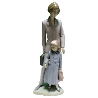 """Retired Lladro Figurine On Our Way Mother And Daughter 13"""" Figure With Box"""