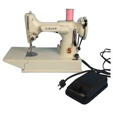Singer Feartherweight Sewing Machine WHITE