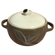 Winfield china-dragon flower-round vegetable dish with lid-1929-1949-USA made
