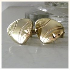Gold Tone Unsual Shape Etched Cufflinks