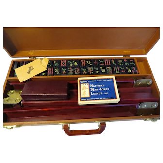 Vintage Mah Jongg 1946 Bakelite Black Tiles Leather case w/ Key Asian Game